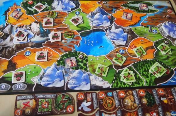 Niziołki i Amazonki podzieliły  krainę między siebie