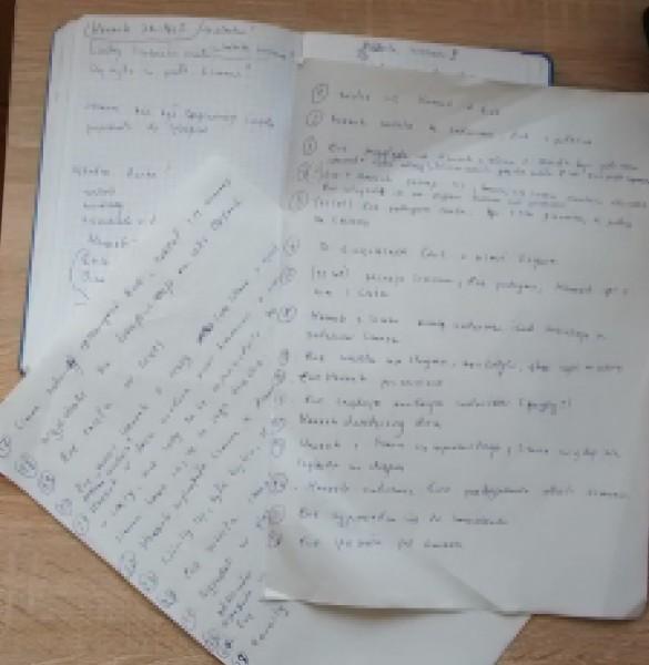 Moje notatki. rozpikselowane, żeby nie pomagać Wam w grze :)